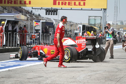 Sebastian Vettel, Ferrari SF16-H en boxes
