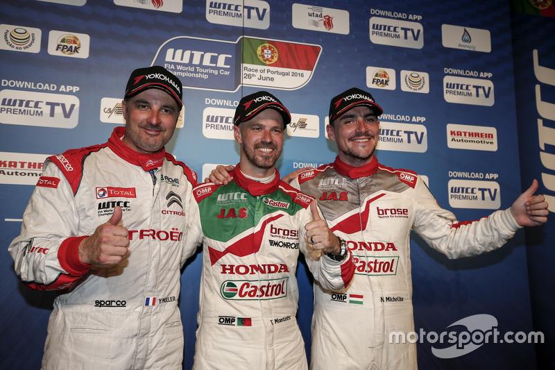 Yvan Muller, Citroën World Touring Car Team, Citroën C-Elysée WTCC; Tiago Monteiro, Honda Racing Tea