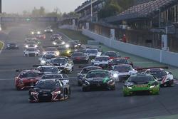 Start: #33 Belgian Audi Club Team WRT Audi R8 LMS: Enzo Ide, Robin Frijns leads