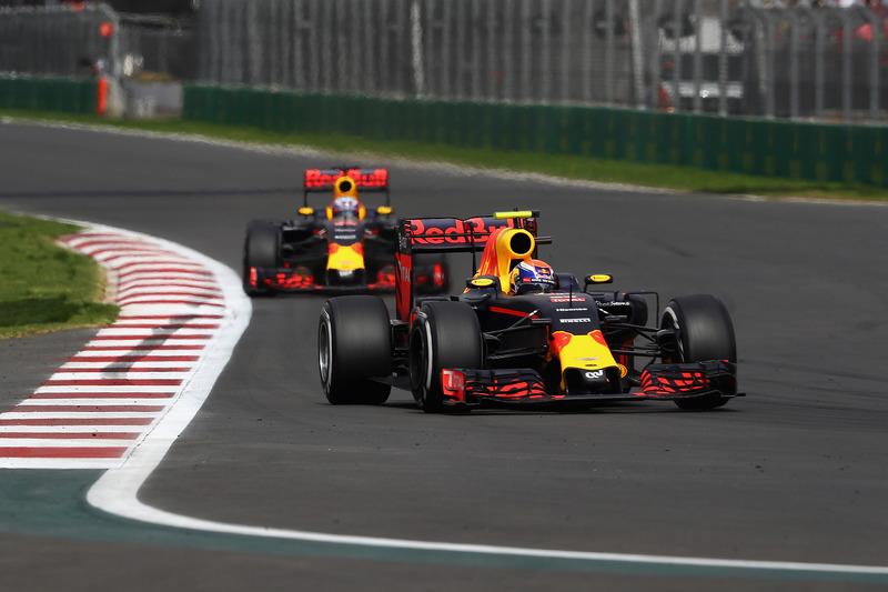Max Verstappen, Red Bull Racing RB12; Daniel Ricciardo, Red Bull Racing RB12