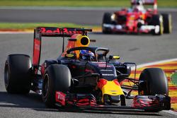 Daniel Ricciardo, Red Bull Racing RB12 with the Halo cockpit cover