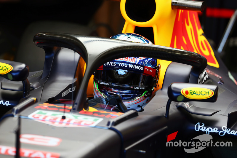 Daniel Ricciardo, Red Bull Racing RB12 con il dispositivo Halo installato sulla monoposto