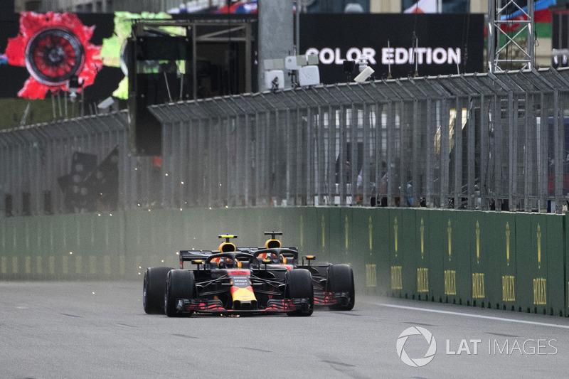 Max Verstappen, Red Bull Racing RB14 and Daniel Ricciardo, Red Bull Racing RB14 battle