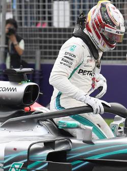 Poloe sitter Lewis Hamilton, Mercedes-AMG F1 W09 in parc ferme