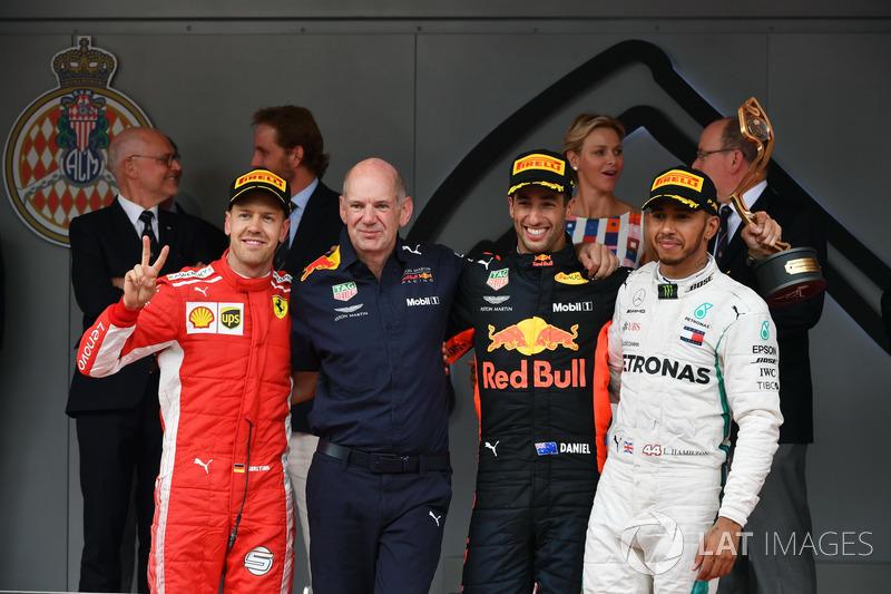 Podio: Segundo puesto Sebastian Vettel, Ferrari, Adrian Newey, Red Bull Racing, ganador de la carrera Daniel Ricciardo, Red Bull Racing, tercer puesto Lewis Hamilton, Mercedes-AMG F1 celebran