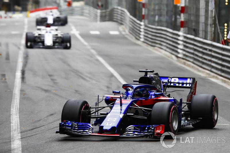 Brendon Hartley, Toro Rosso STR13 y Marcus Ericsson, Sauber C37