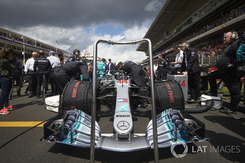 The car of Lewis Hamilton, Mercedes AMG F1 W09, on the grid