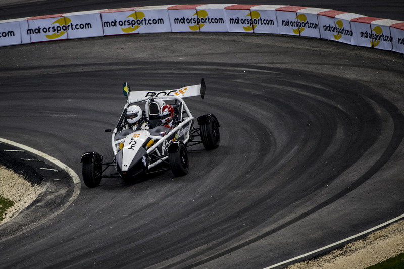 Helio Castroneves del Team Latin America alla guida dell'Ariel Atom Cup