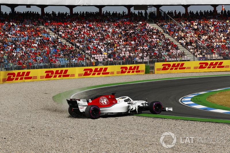 Marcus Ericsson, Sauber C37, melebar ke jebakan kerikil