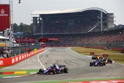 Brendon Hartley, Toro Rosso STR13, delante de Pierre Gasly, Toro Rosso STR13, Daniel Ricciardo, Red Bull Racing RB14, y Stoffel Vandoorne, McLaren MCL33