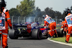 The car of race retiree Brendon Hartley, Scuderia Toro Rosso is recovered by Marshals after stopping
