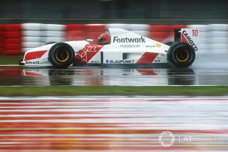 """19. <img src=""""https://cdn-8.motorsport.com/static/img/cfp/0/0/0/100/108/s3/italy-2.jpg"""" alt="""""""" width=""""20"""" height=""""12"""" />Alex Caffi, 56 Grandes Premios (1986-1992). Su mejor resultado es el 4° puesto (en Monaco 1989)."""