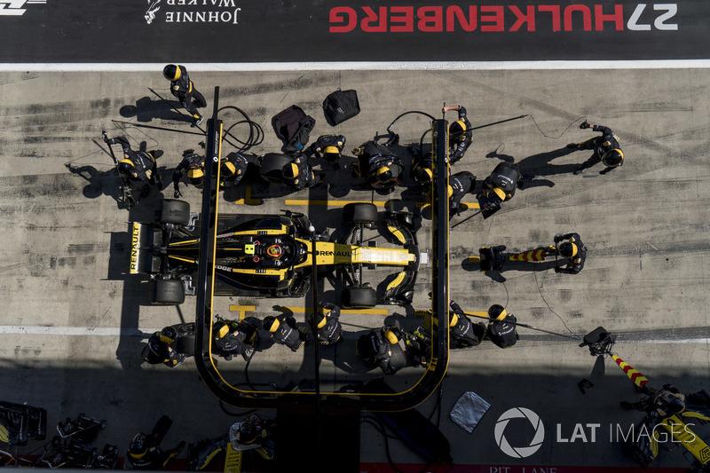 Carlos Sainz Jr., Renault Sport F1 Team R.S. 18, rientra per un pit stop