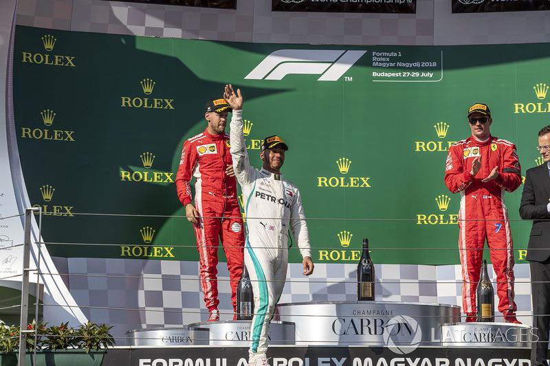 Podio: segundo lugar Sebastian Vettel, Ferrari, ganador de la carrera Lewis Hamilton, Mercedes-AMG F1 y tercer lugar Kimi Raikkonen, Ferrari celebran