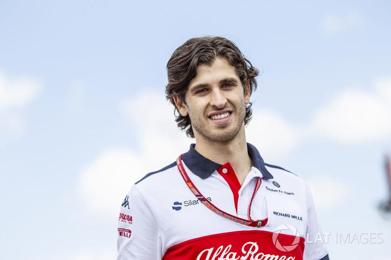 """Aunque ya ha rodado con ellos, Haas está menos interesado en un """"novato"""" como Antonio Giovinazzi. Sin embargo, Ferrari tiene opción de elegir un piloto de Sauber y puede imponer al italiano y darle un asiento en esa escudería..."""