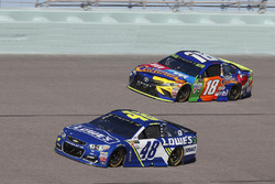 Jimmie Johnson, Hendrick Motorsports Chevrolet Kyle Busch, Joe Gibbs Racing Toyota