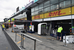 Williams pit box
