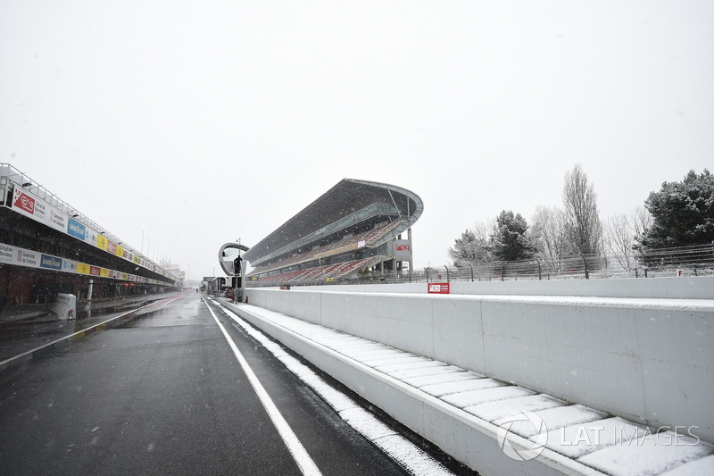 Снег на автодроме