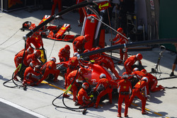 Kimi Raikkonen, Ferrari SF71H, maakt een stop