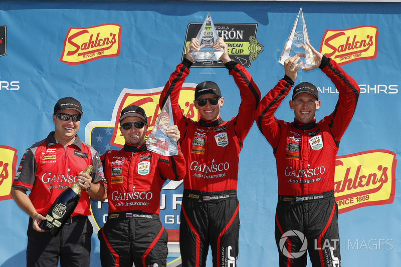 #99 JDC/Miller Motorsports ORECA 07, P: Stephen Simpson, Mikhail Goikhberg, Chris Miller, con John Church sul podio