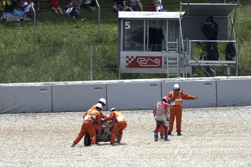 Andrea Dovizioso, Ducati Team, tras su caída