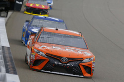 Daniel Suarez, Joe Gibbs Racing, Toyota Camry ARRIS and Martin Truex Jr., Furniture Row Racing, Toyota Camry Auto-Owners Insurance