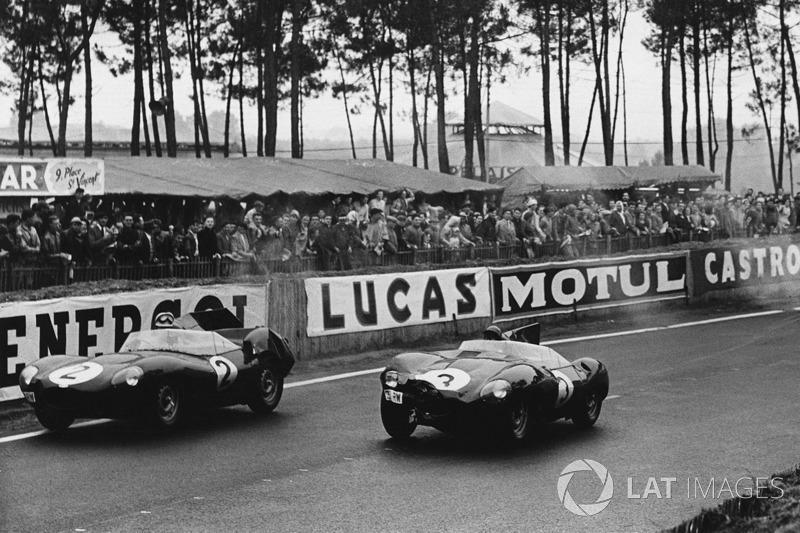 Пол Фрер, Дезмонд Тіттерінгтон, Jaguar D-type, лідирують попереду Джек Ферман, Кен Вортон, Jaguar D-type