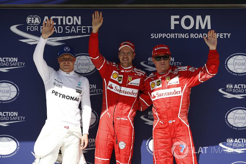 Ganador de la pole Sebastian Vettel, Ferrari, segundo lugar Kimi Raikkonen, Ferrari, tercer lugar V