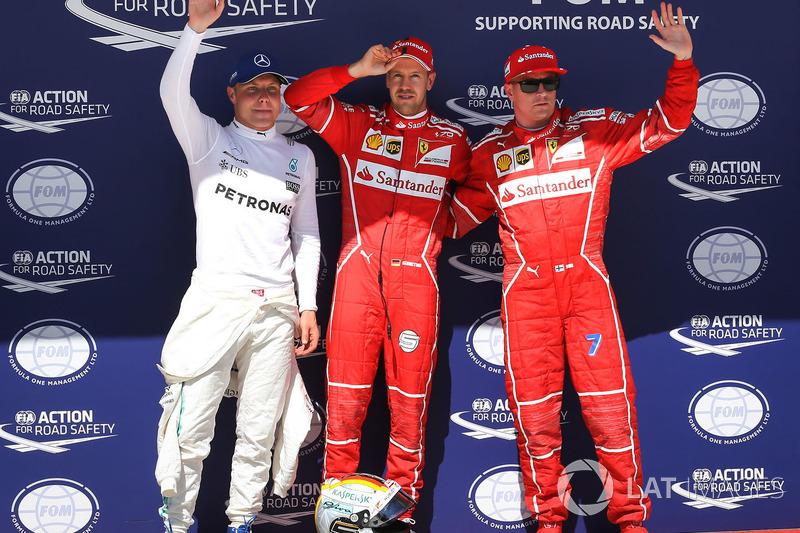 Valtteri Bottas, Mercedes AMG F1 W08, ganador de la pole Sebastian Vettel, Ferrari y Kimi Raikkonen, Ferrari