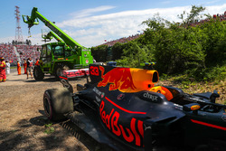 Эвакуация Red Bull Racing RB13 Макса Ферстаппена