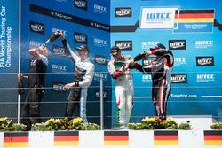 Podium: 1. Nicky Catsburg, Polestar Cyan Racing, Volvo S60 Polestar TC1; 2. Norbert Michelisz, Honda Racing Team JAS, Honda Civic WTCC; 3. Rob Huff, All-Inkl Motorsport, Citroën C-Elysée WTCC