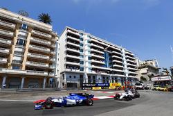 Pascal Wehrlein, Sauber C36-Ferrari, Lance Stroll, Williams FW40