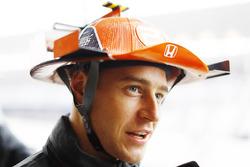 Stoffel Vandoorne, McLaren, avec un chapeau basé sur le design de sa voiture