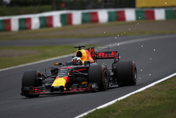 Daniel Ricciardo, Red Bull Racing RB13 sparks
