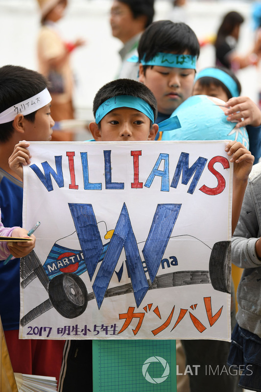 Williams fan and banner