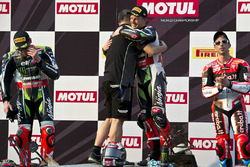 Podium: race winner Jonathan Rea, Kawasaki Racing, second place Tom Sykes, Kawasaki Racing, third place Marco Melandri, Ducati Team with Shigemi Tanaka, Kawasaki Racing