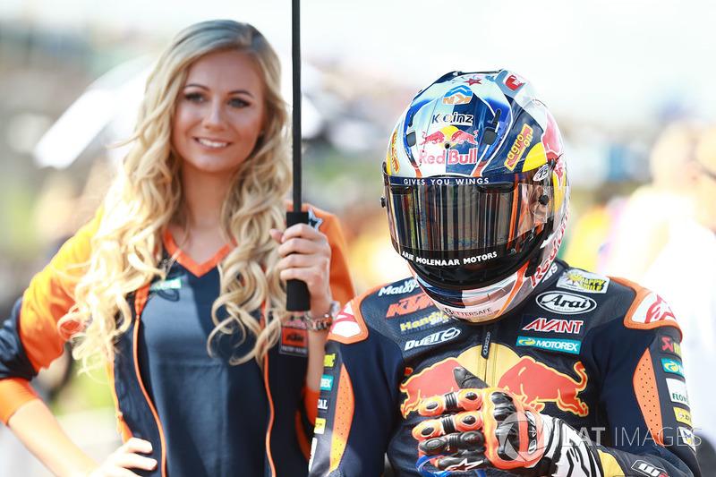 Bo Bendsneyder, Red Bull KTM Ajo, mit Gridgirl
