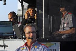 Will Power, Team Penske Chevrolet and Penske engineers