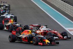 Daniel Ricciardo, Red Bull Racing RB12, Sebastian Vettel, Ferrari SF16-H
