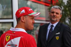 Sebastian Vettel, Ferrari, Maurizio Arrivabene, team principal de Ferrari