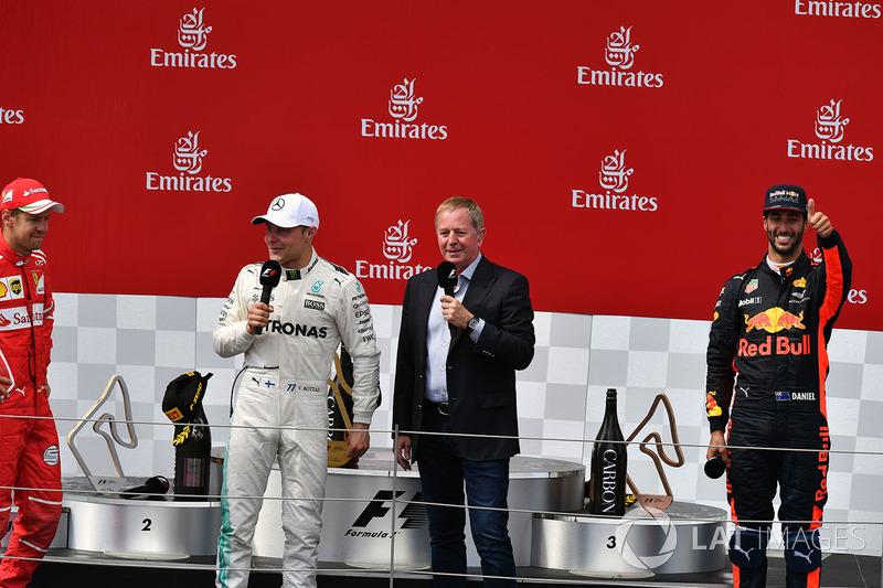 Подіум: переможець гонки гонки Валттері Боттас, Mercedes AMG F1, друге місце Себастьян Феттель, Ferrari, третє місце Даніель Ріккардо, Red Bull Racing, Мартін Брандл, Sky TV