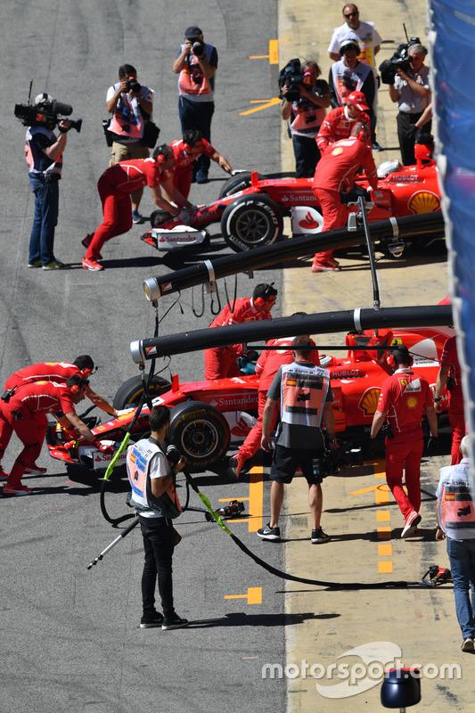 Себастьян Феттель, Ferrari SF70H, и Кими Райкконен, Ferrari SF70H