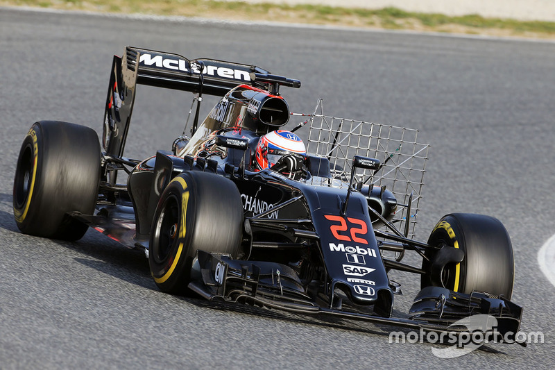 Jenson Button, McLaren MP4-31 running sensor equipment