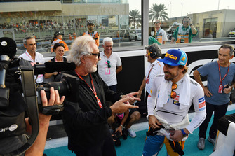 Flavio Briatore et Fernando Alonso, McLaren, sur la grille