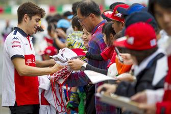 Charles Leclerc, Sauber signs autographs for fans