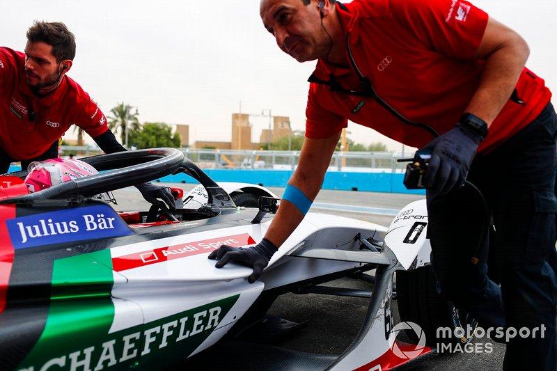 Nico Muller, Audi Sport ABT Schaeffler, Audi e-tron FE05 return to the garage