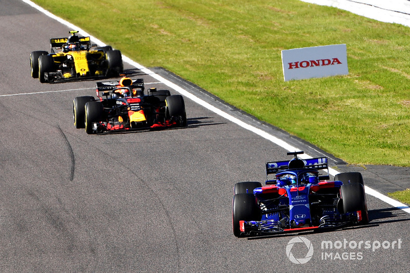 Brendon Hartley, Scuderia Toro Rosso STR13, Daniel Ricciardo, Red Bull Racing RB14 ve Carlos Sainz Jr., Renault Sport F1 Team R.S. 18