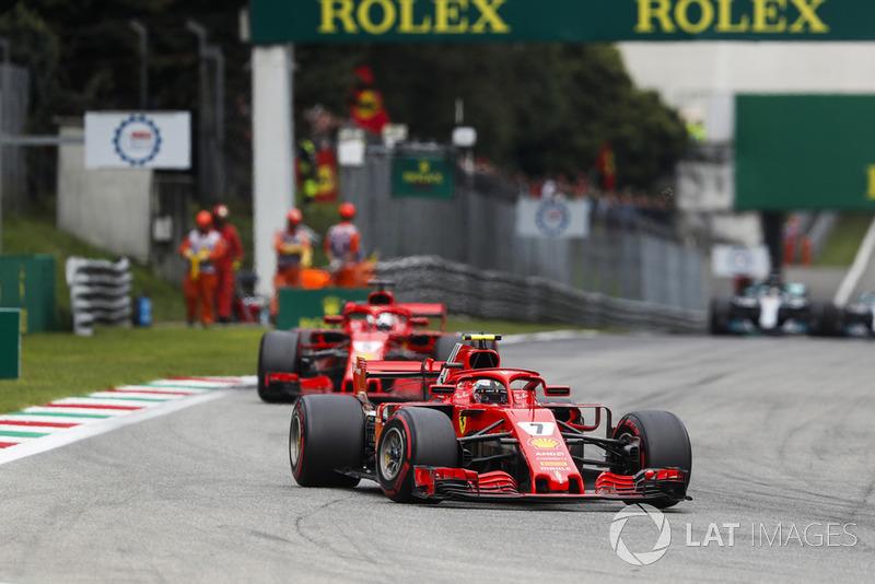 Kimi Raikkonen, Ferrari SF71H, y Sebastian Vettel, Ferrari SF71H