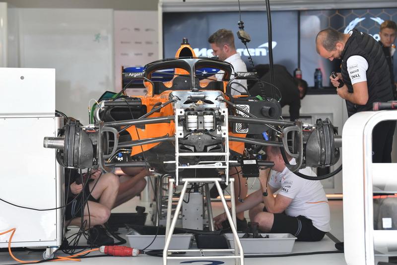 La McLaren MCL33 dans le garage