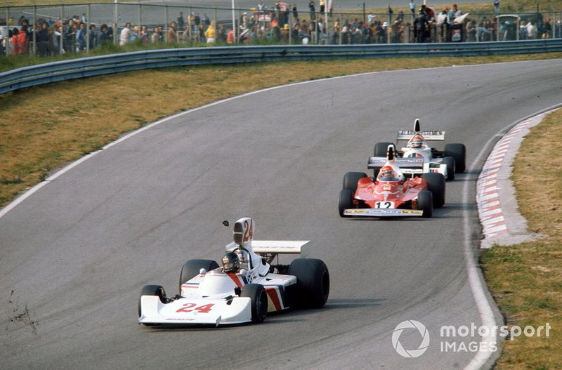 James Hunt leads Niki Lauda